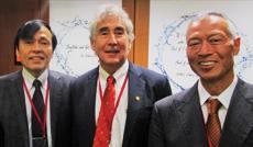 主催者のハッチンソン教授、京都大学の恒藤暁先生と共に